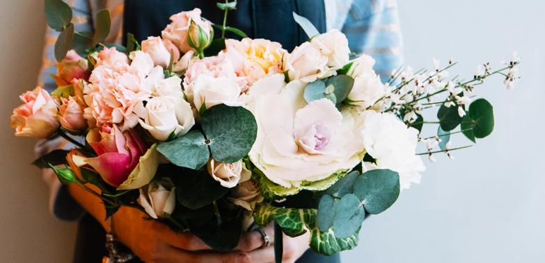 新鮮な旬の花をセレクト